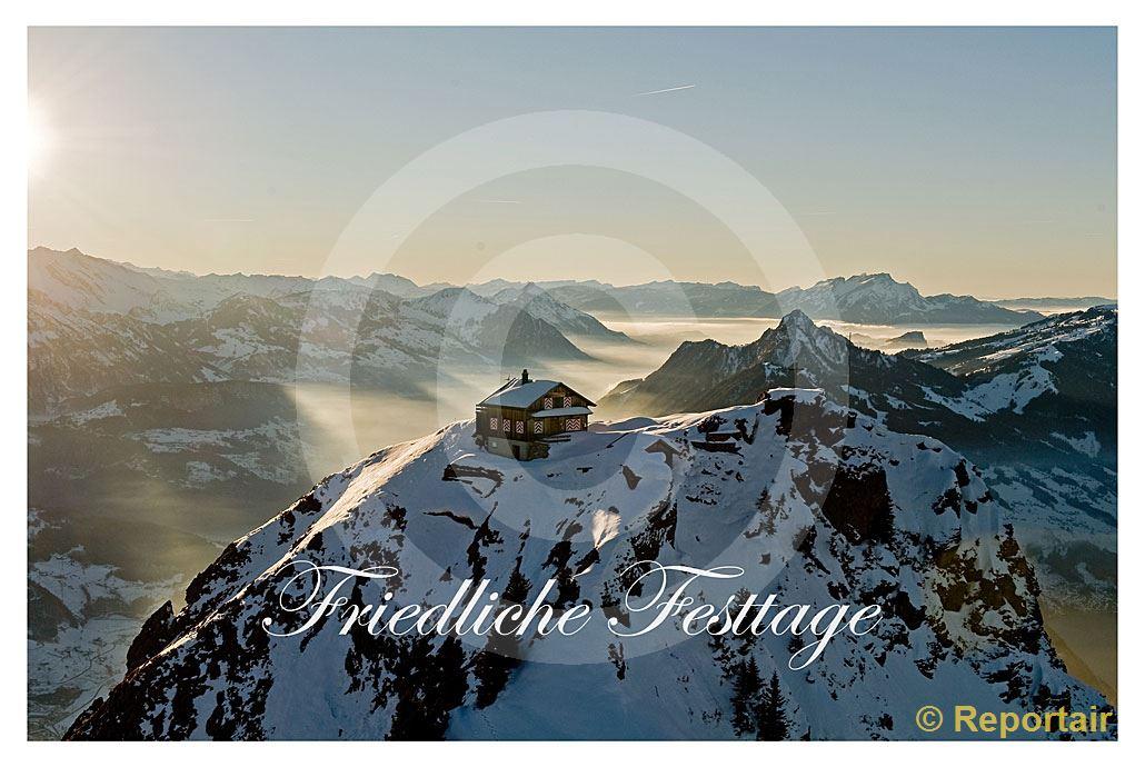 Foto: Festtagskarte Mythen. (Luftaufnahme von Niklaus Wächter)