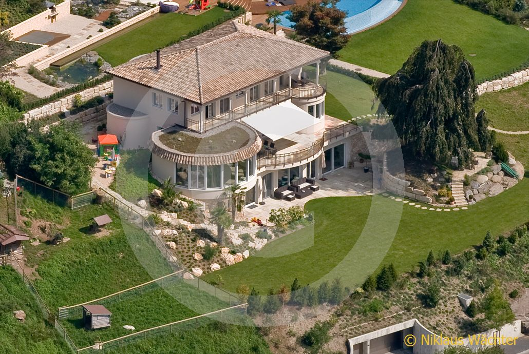 foto ein hauch von spanien liegt ber der villa von dj bobo auf der halbinsel horw am. Black Bedroom Furniture Sets. Home Design Ideas