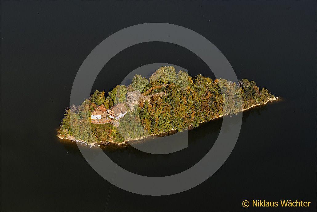 Foto: Luftaufnahme Burg Schwanau auf dem Lauerzersee. (Luftaufnahme von Niklaus Wächter)