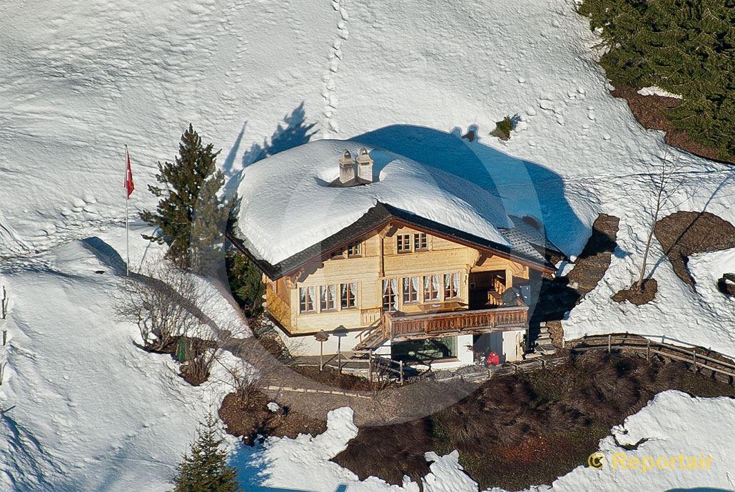 Foto: Chalet in den Bergen.. (Luftaufnahme von Niklaus Wächter)