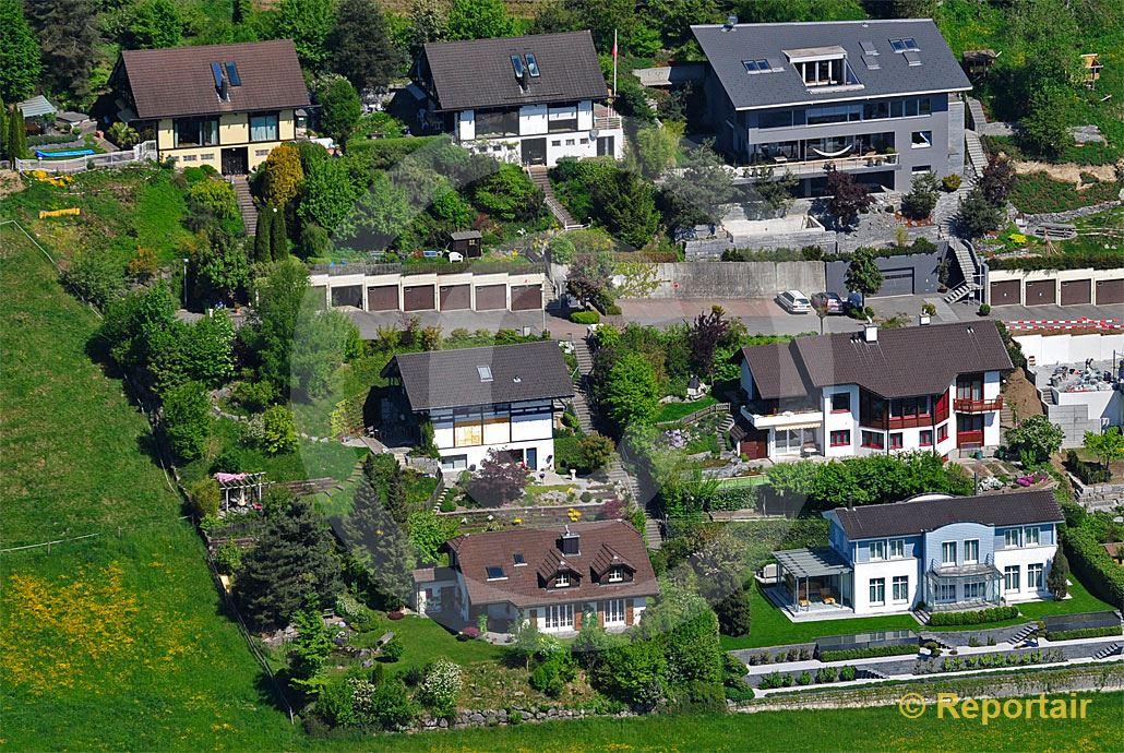 Foto: Häusergruppe  in  Einfamilienhaussiedlung.. (Luftaufnahme von Niklaus Wächter)