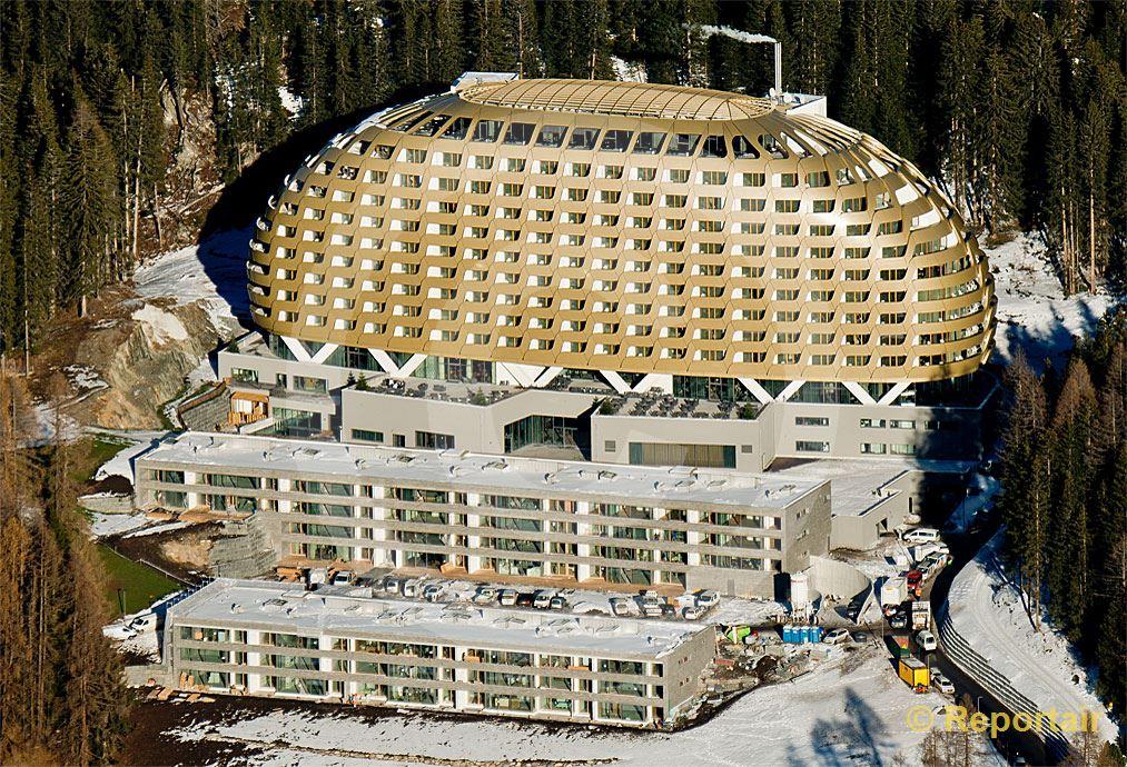 Foto: Das Hotel InterContinental in Davos.. (Luftaufnahme von Niklaus Wächter)
