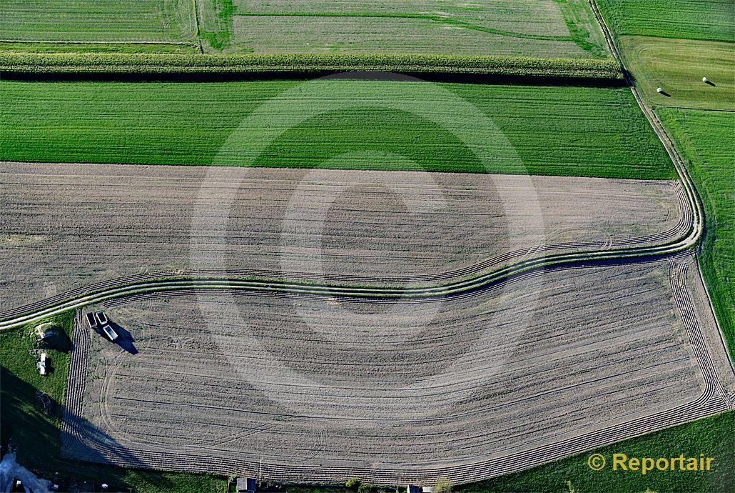 Foto: Linienführungen der Landwirtschaft bei Avry FR. (Luftaufnahme von Niklaus Wächter)