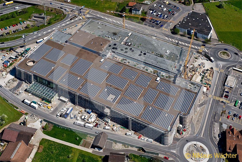 foto solaranlage auf dem dach des stanser einkaufszentrums laenderpark klicken f rs n chste bild. Black Bedroom Furniture Sets. Home Design Ideas