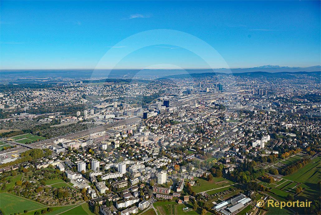 Foto: Zürich - Altstetten mit Blick Richtung Zürich-City. (Luftaufnahme von Niklaus Wächter)