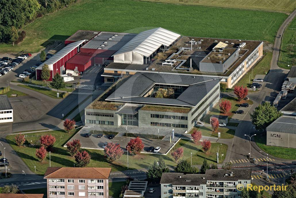 Foto: Hauptsitz der B. Braun Medical AG in Sempach LU. (Luftaufnahme von Niklaus Wächter)