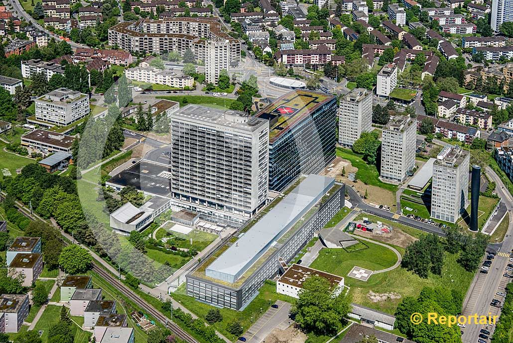 Foto: Das Zürcher Stadtspital Triemli. (Luftaufnahme von Niklaus Wächter)