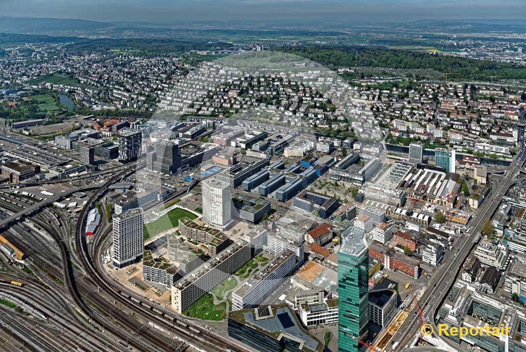 Foto: Die Industriezone von Zürich mit dem Prime Tower. (Luftaufnahme von Niklaus Wächter)