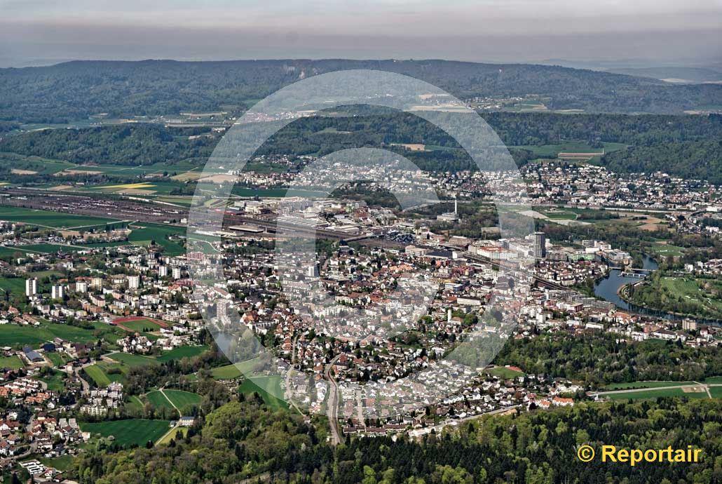 Foto: Dietikon ZH ist der Hauptort des gleichnamigen Bezirks. (Luftaufnahme von Niklaus Wächter)