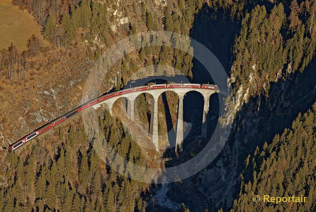 Foto: Das berühmte Landwasserviadukt bei Filisur GR. (Luftaufnahme von Niklaus Wächter)