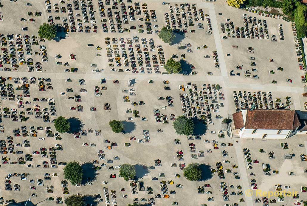 Foto: Friedhof in Delsberg JU. (Luftaufnahme von Niklaus Wächter)