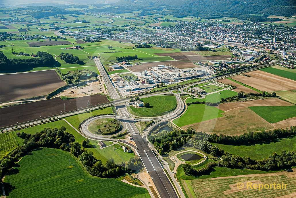 Foto: Die Transjurane bei Delsberg JU wird gebaut. (Luftaufnahme von Niklaus Wächter)