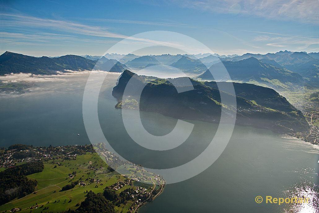 Foto: Der Bürgenstock am Vierwaldstättersee mit der Halbinsel Horw im Vordergrund. (Luftaufnahme von Niklaus Wächter)