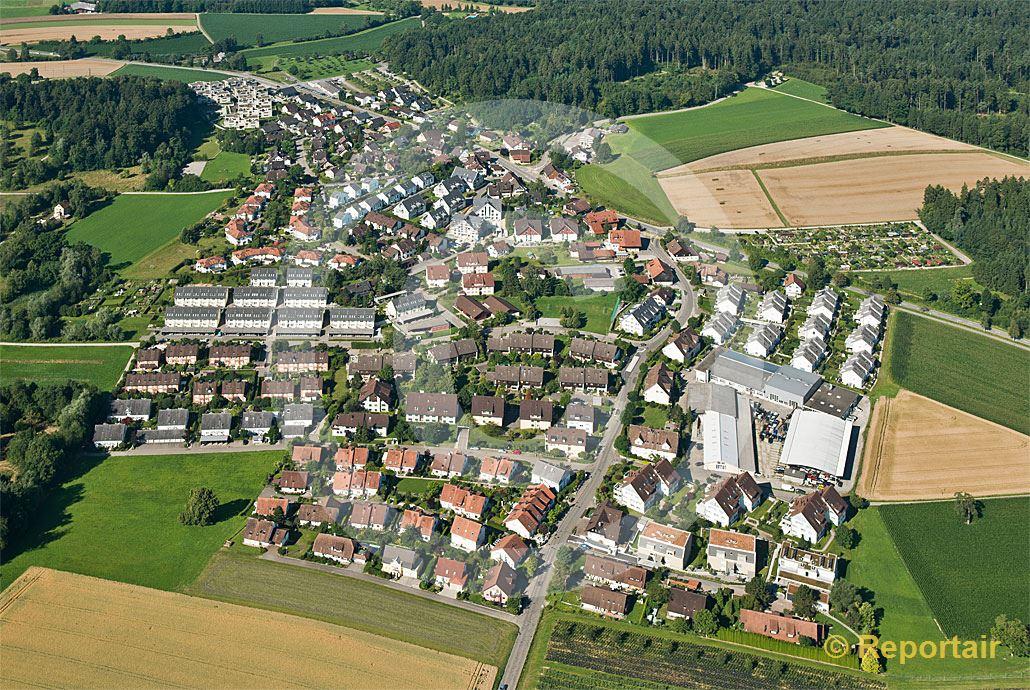 Foto: Mustergültige Besiedlung in Kindhausen (ZH). (Luftaufnahme von Niklaus Wächter)