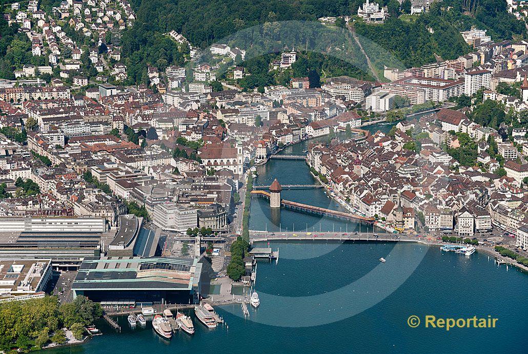 Foto: Touristisches Schmuckstück und Provinz-Metropole Luzern. (Luftaufnahme von Niklaus Wächter)
