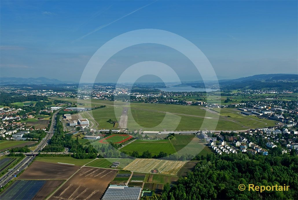 Foto: Flugplatz Dübendorf. (Luftaufnahme von Niklaus Wächter)