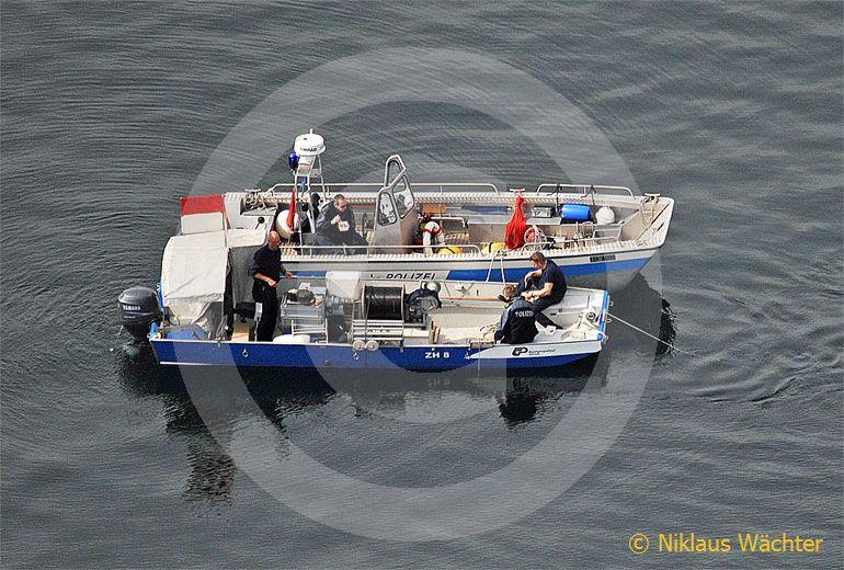Foto: Polizeisuchboot. (Luftaufnahme von Niklaus Wächter)