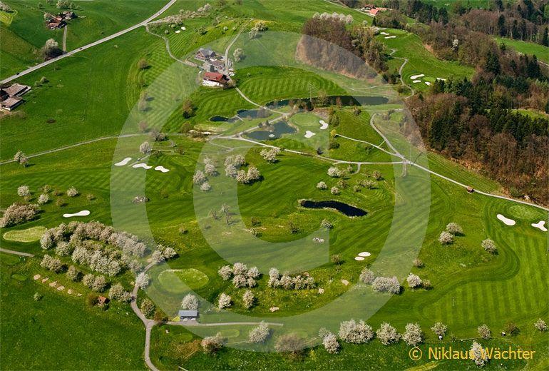 Foto: Golfplatz Küssnacht am Rigi. (Luftaufnahme von Niklaus Wächter)