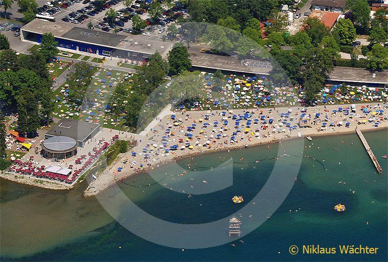 Foto: Ein Sommertag im Luzerner Lido. (Luftaufnahme von Niklaus Wächter)