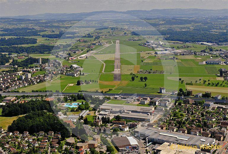 Foto: Der Flugplatz Emmen. (Luftaufnahme von Niklaus Wächter)