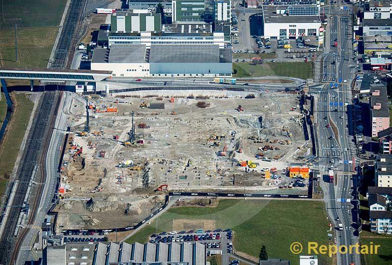 Foto: Die Schweiz wird zugebaut Bau eines Shopping-Centers in Ebikon (LU). (Luftaufnahme von Niklaus Wächter)