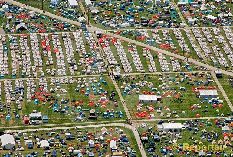 Foto: Sportliche Unterkünfte am eidgenössischen Turnfest 2013 in Biel 2013.. (Luftaufnahme von Niklaus Wächter)