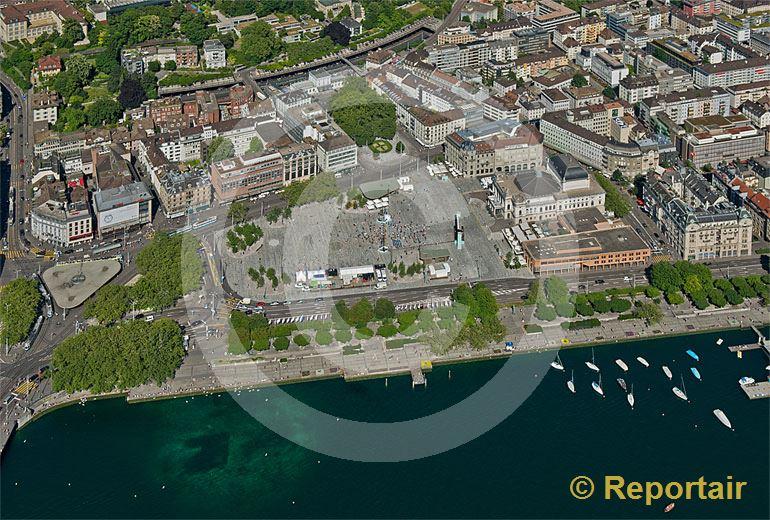 Foto: In der Stadt Zürich wurde der Sechseläutenplatz beim Bellevue, der grösste innerstädtische Platz der Schweiz und einer der grössten Europas, neu gestaltet. (Luftaufnahme von Niklaus Wächter)