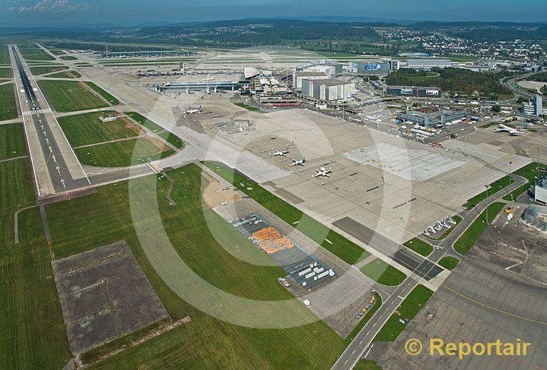 Foto: Flughafen Zürich-Kloten. (Luftaufnahme von Niklaus Wächter)