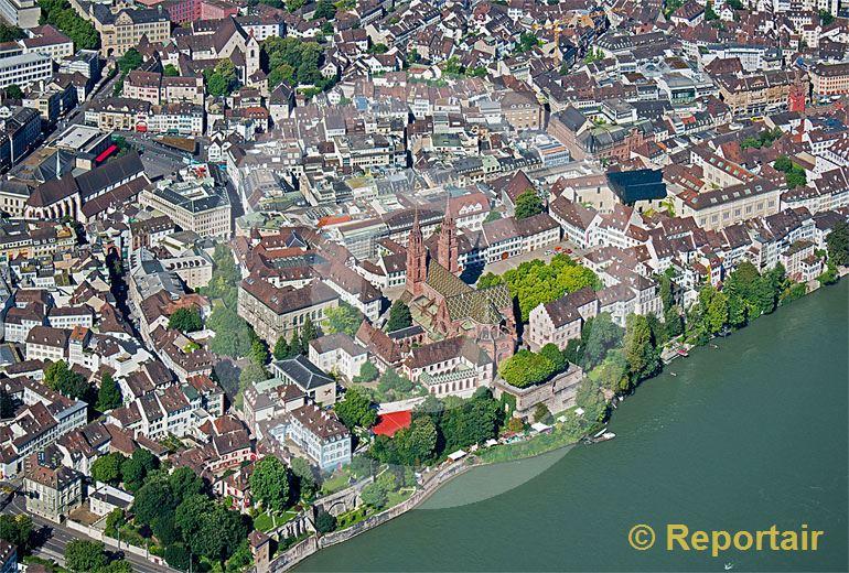 Foto: Das Basler Münster. (Luftaufnahme von Niklaus Wächter)