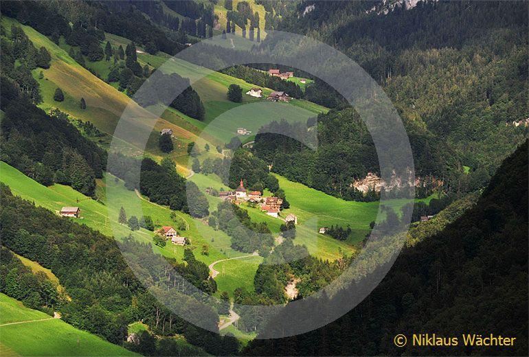 Foto: Riemenstalden (SZ). (Luftaufnahme von Niklaus Wächter)