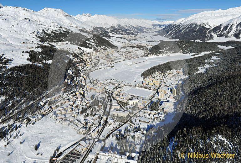 Foto: St.Moritz (GR). (Luftaufnahme von Niklaus Wächter)