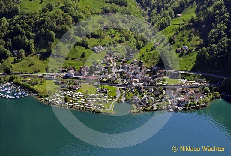 Foto: Sisikon (UR). (Luftaufnahme von Niklaus Wächter)
