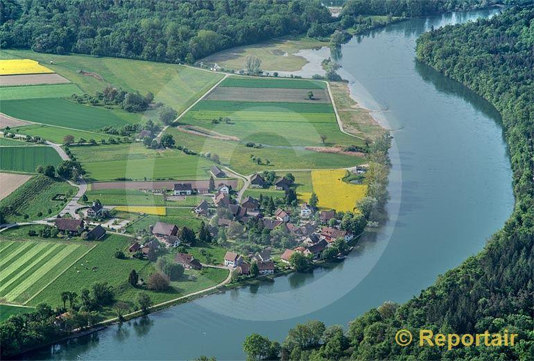 Foto: Der Weiler Ellikon (ZH) am Rhein.. (Luftaufnahme von Niklaus Wächter)