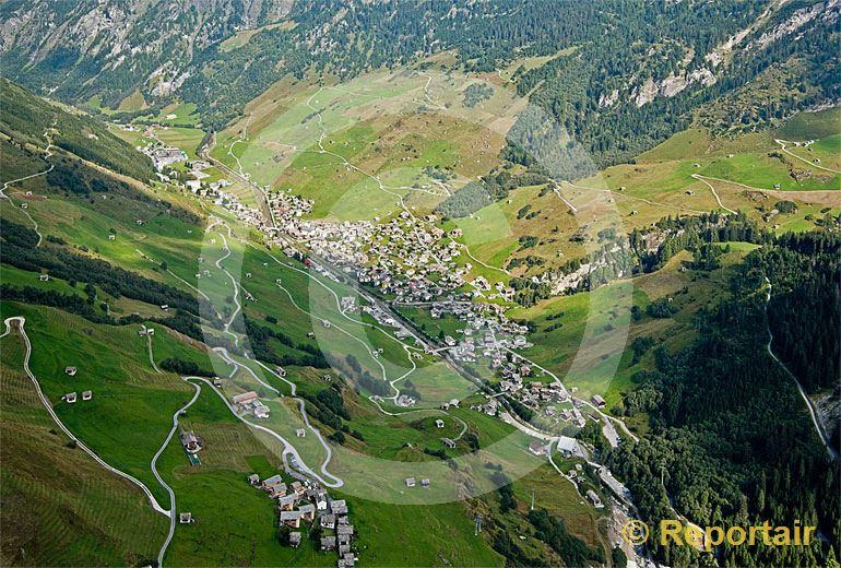 Foto: Vals im bündnerischen Valsertal. (Luftaufnahme von Niklaus Wächter)