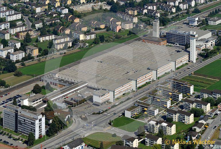 Foto: Hauptsitz des Aufzugsunternehmens Schindler in Ebikon LU. (Luftaufnahme von Niklaus Wächter)