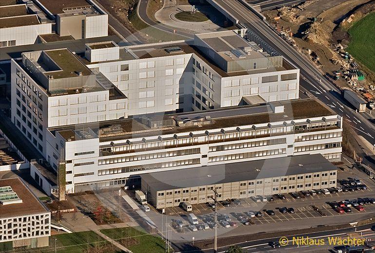 Foto: Hauptsitz der Roche Diagnostics in Rotkreuz ZG. (Luftaufnahme von Niklaus Wächter)