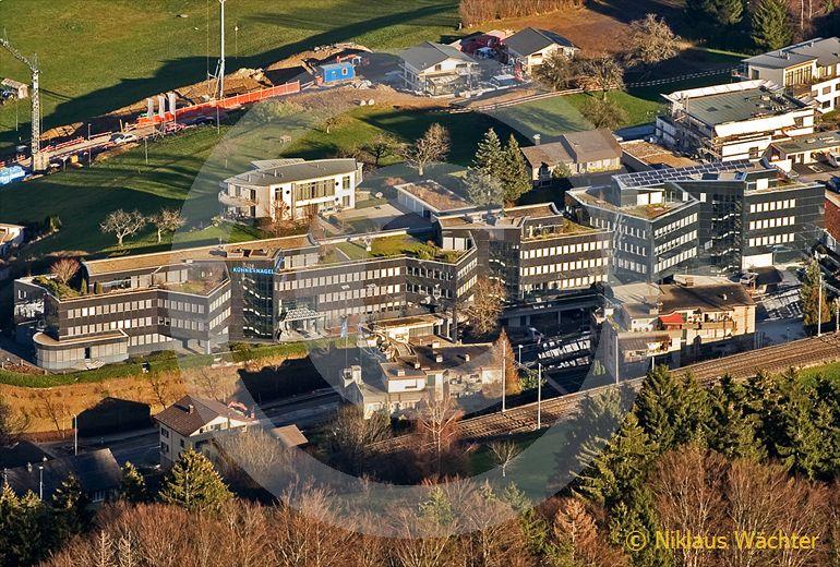 Foto: Der Hauptsitz von Kühne und Nagel in Schindellegi SZ. (Luftaufnahme von Niklaus Wächter)