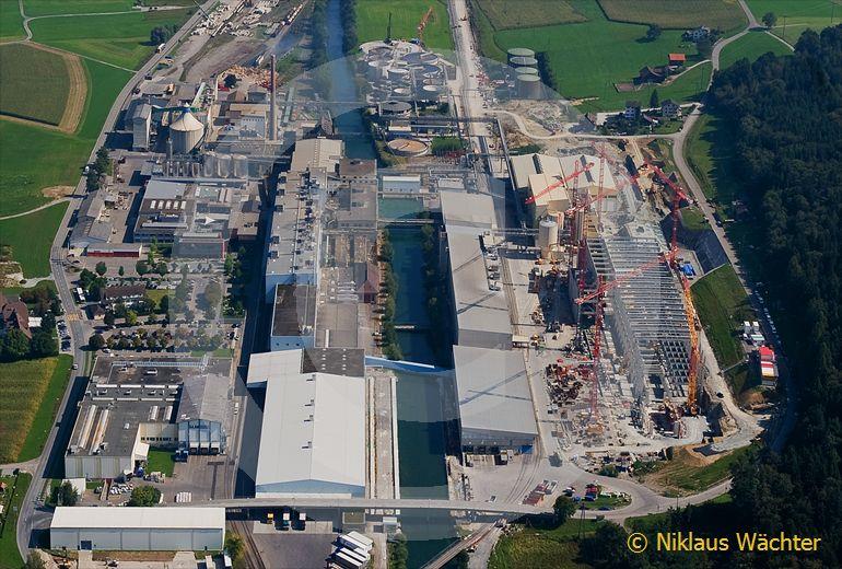 Foto: Die Papierfabrik Perlen bei Buchrain LU. (Luftaufnahme von Niklaus Wächter)