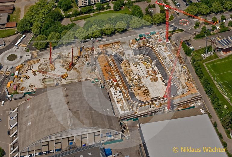 Foto: In Zug entsteht ein neues Eishockey-Stadion. (Luftaufnahme von Niklaus Wächter)