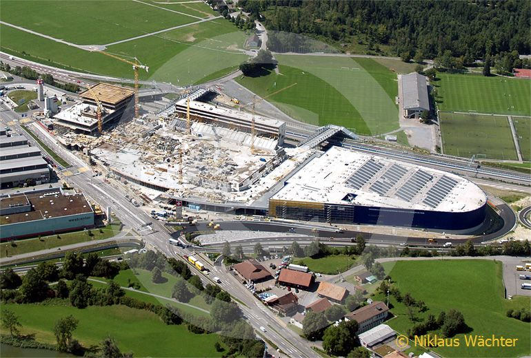 Foto: Bau des Fussballstadions von St.Gallen bei Winkeln SG im Jahr  2007. (Luftaufnahme von Niklaus Wächter)
