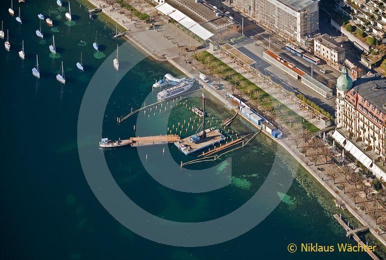 Foto: Vom historischen Seebad National in Luzern sind drei Monate nach Saisonschluss nur noch die Pfeiler übrig. (Luftaufnahme von Niklaus Wächter)