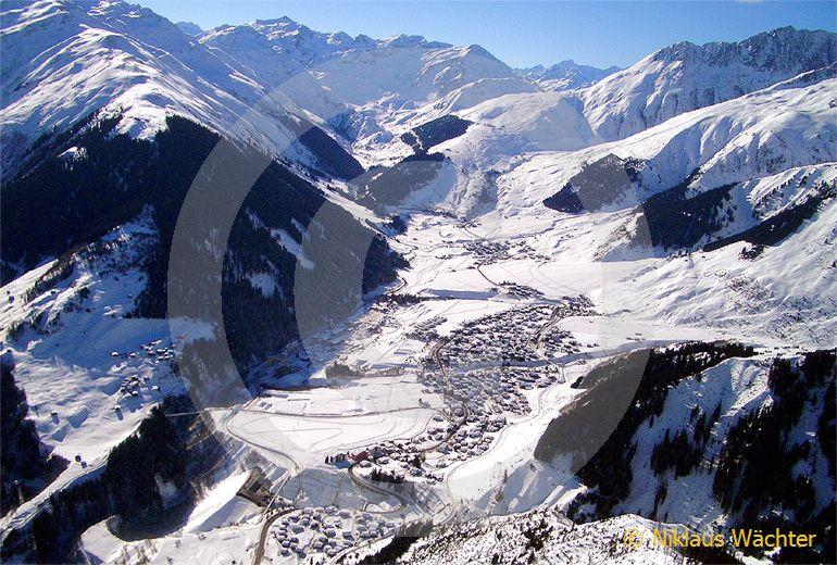 Foto: Sedrun GR. (Luftaufnahme von Niklaus Wächter)