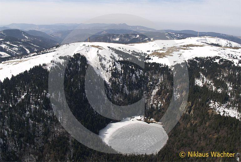 Foto: Der Feldberg in Sueddeutschland. (Luftaufnahme von Niklaus Wächter)