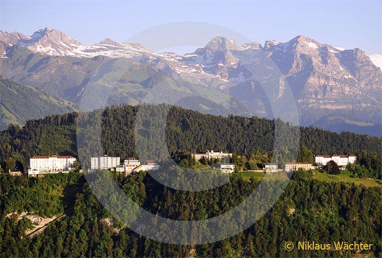 Foto: Der Bürgenstock mit seinen Nobelhotels. (Luftaufnahme von Niklaus Wächter)