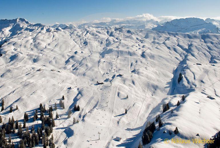 Foto: Skigebiet Hoch-Ybrig. (Luftaufnahme von Niklaus Wächter)
