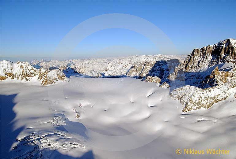 Foto: Der Huefigletscher. (Luftaufnahme von Niklaus Wächter)