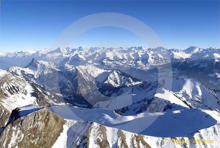 Foto: Die Gantrisch Region. (Luftaufnahme von Niklaus Wächter)
