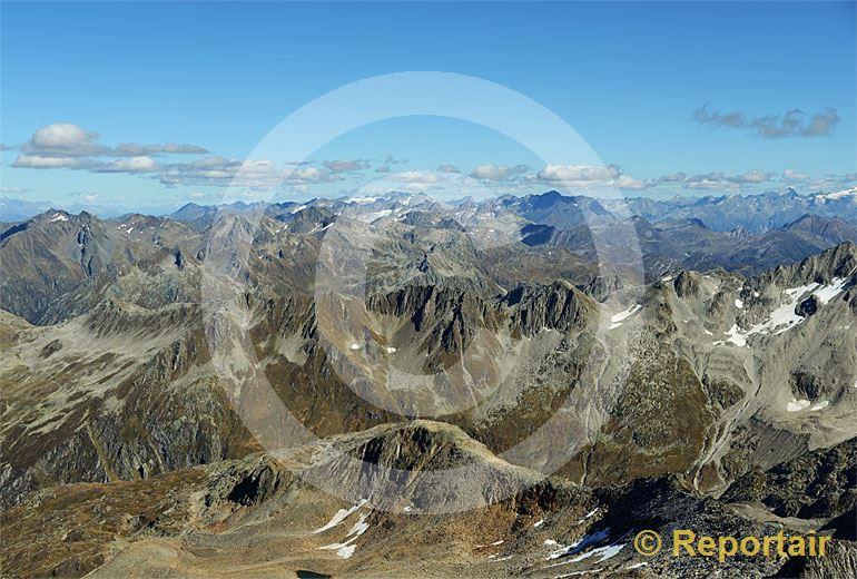Foto: Die Hochalpen mit dem Gotthard-Massiv mit Blick von Westen nach Osten. (Luftaufnahme von Niklaus Wächter)