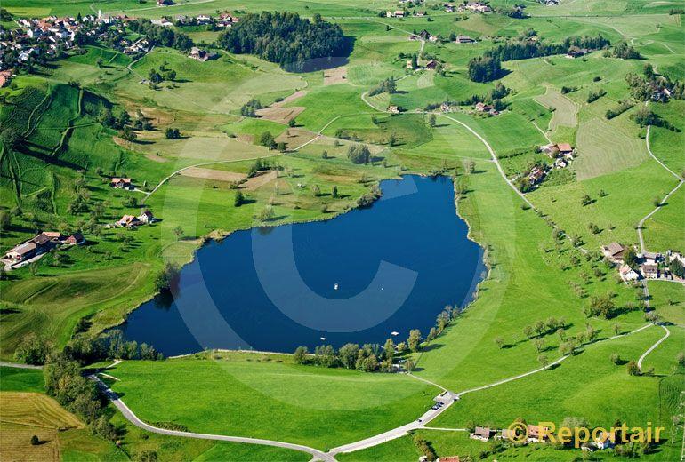 Foto: Der Hüttenweiher bei Hütten ZH. (Luftaufnahme von Niklaus Wächter)