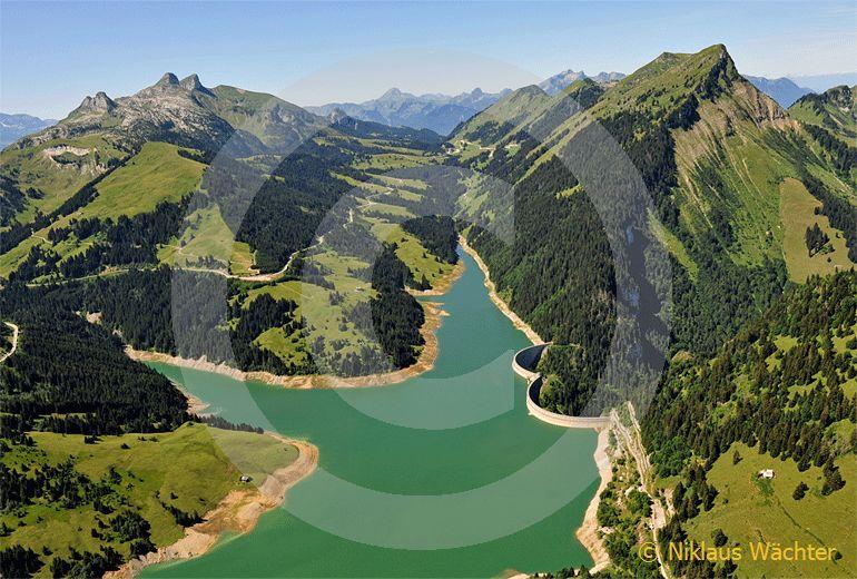 Foto: Der Stausee Lac de l Hongrin beim Col des Mosses - Pass. (Luftaufnahme von Niklaus Wächter)